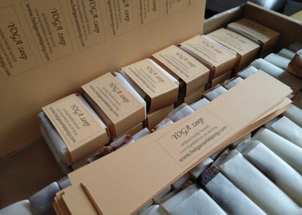 Yogazeep inpakken met mijn eigen label.